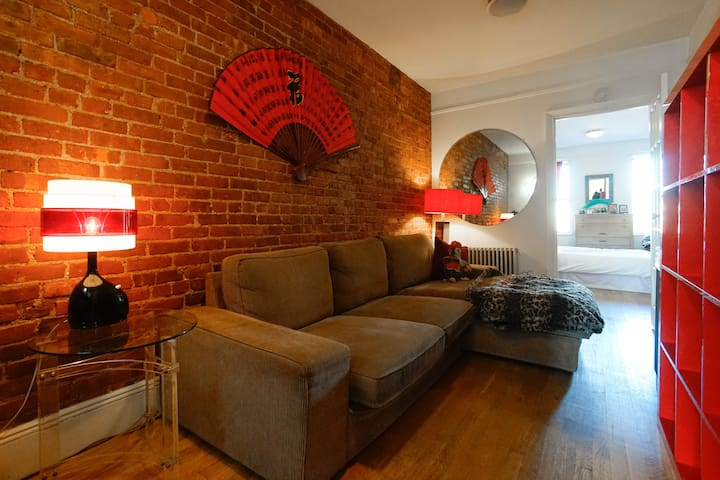 Cosy in Greenpoint! Summer deals!