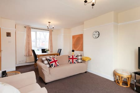 Southfield: Three bed house in Leicester