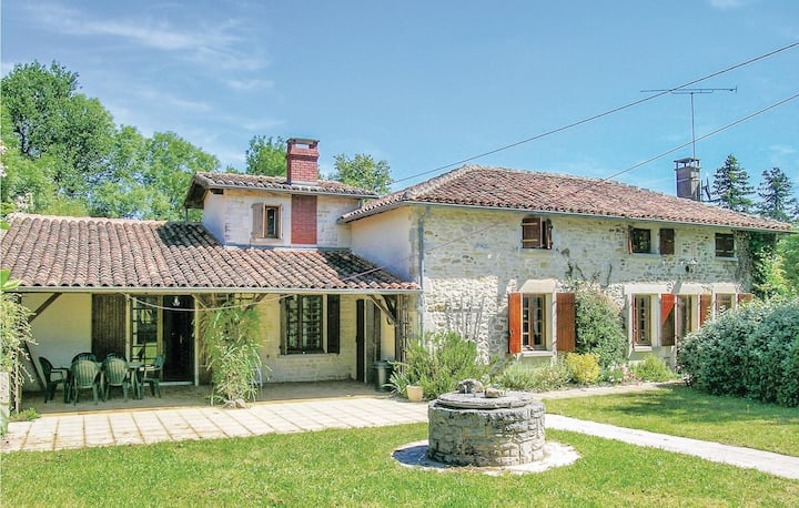 Awesome home in Ambernac with 4 Bedrooms