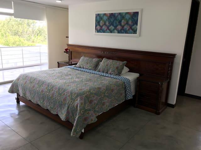 Master Bedroom (2nd Floor) Habitación Principal (Piso 2)