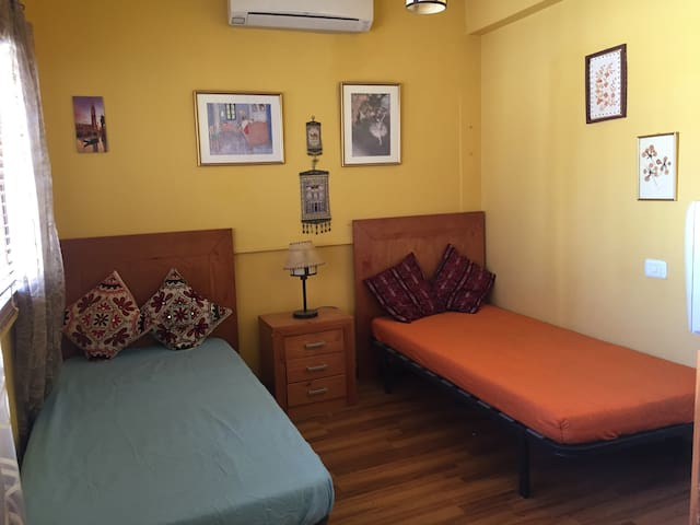 Twin Bed Room next to Petra visit center.