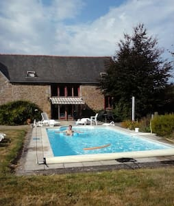 Lovely barn for 6-8 with private heated pool