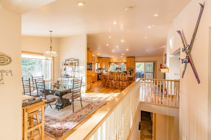 Beautiful Lake Tahoe 6 bedroom Home w/ Pool table