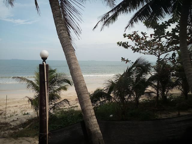 BEACHFRONT hotel room on mainland by Koh Tao !!!