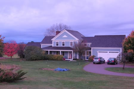 Comfortable home, beautiful setting, close to UVM - Shelburne - Ev