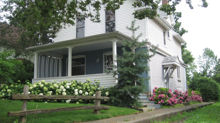 Historic Prentice House on John Street is part of the Niagara Historic Inns Group of B&B's and Vacation Rentals