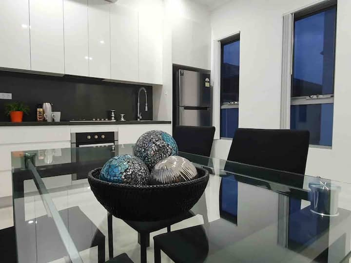 NEW MODERN GUESTHOUSE - PRIVATE AND GREAT LOCATION