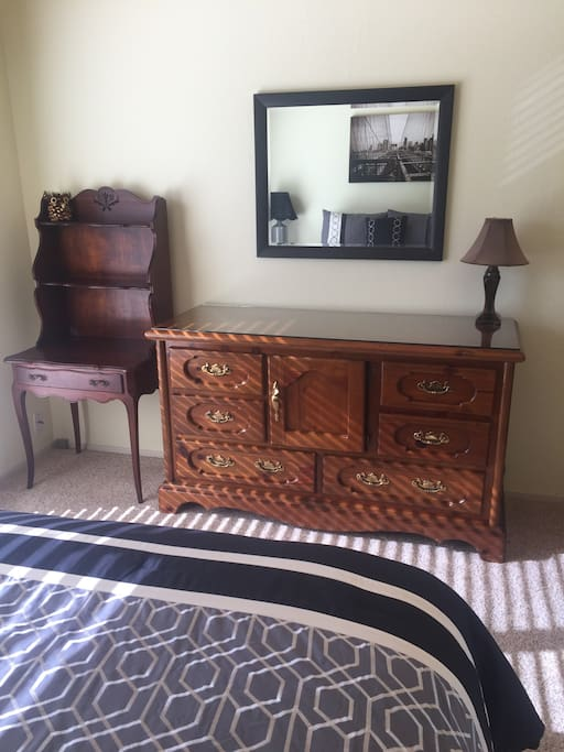 Well furnished with Mirror
