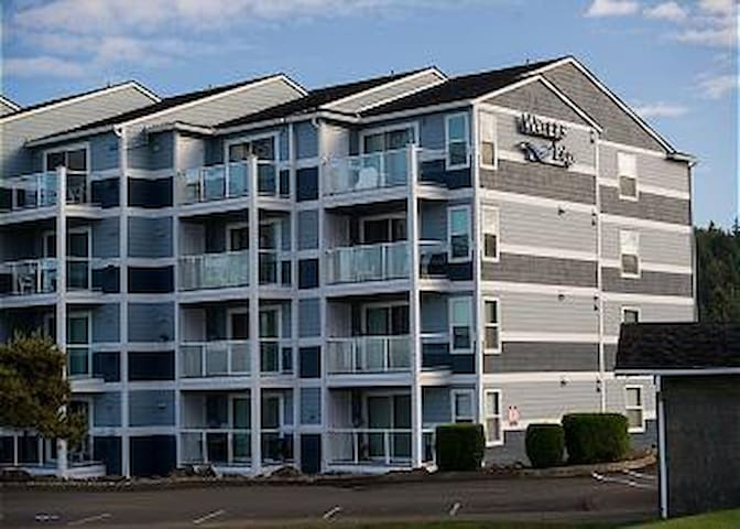 Pet friendly condo in Lincoln City located nearby the sand, surf and sun!