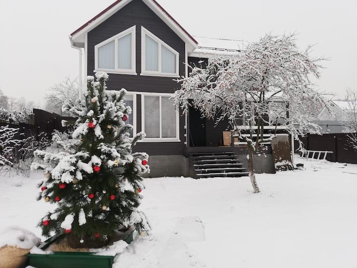 Дом на Новый год, у МКАД