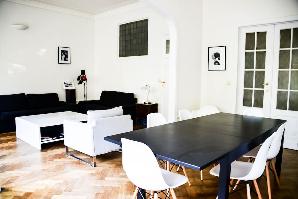 The living room, to rest, to eat. Le salon pour se reposer, pour dinner