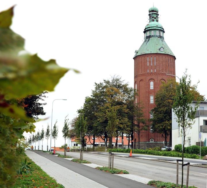 """Topplägenhet i Gamla Vattentornet """"Nappflaskan"""""""