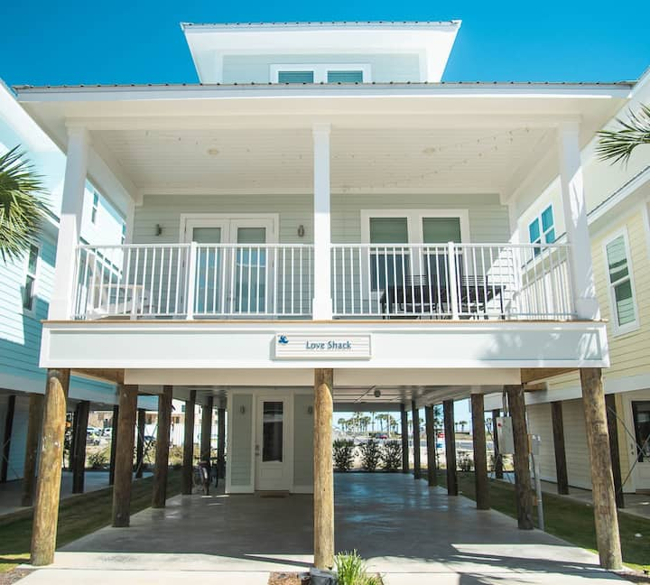 Fall in Love with this Beach Vacation Home near Parks, Beaches, and Restaurants!