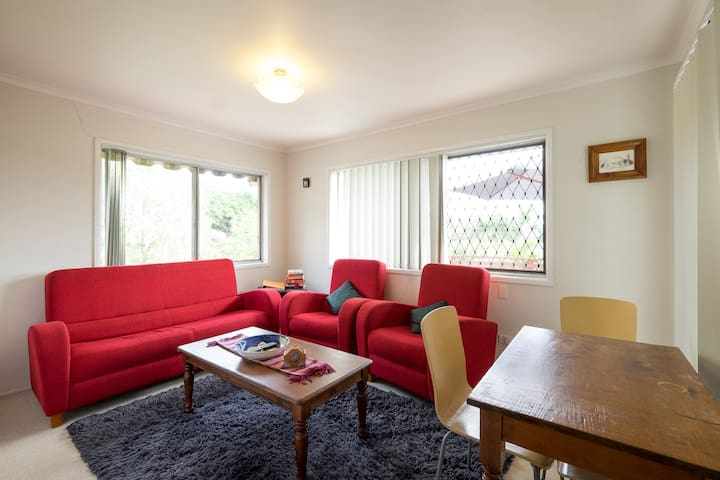 Tarragindi Airbnb 2 bedroom 1 bath