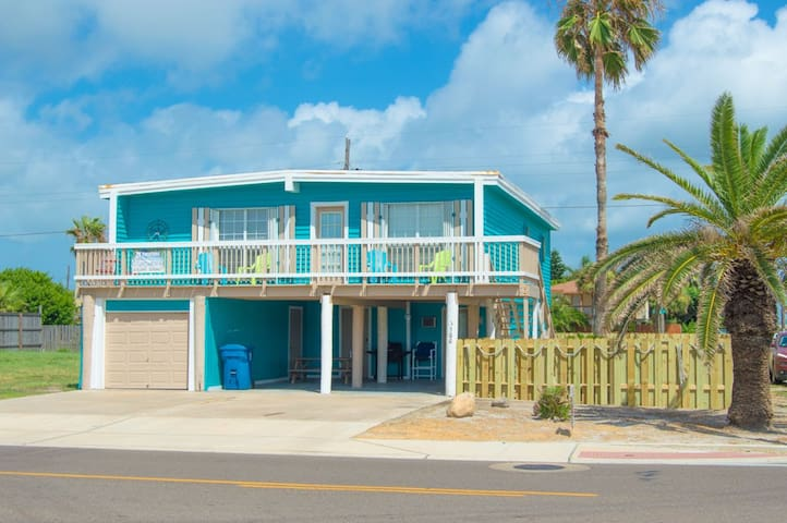 Beach House with ALL the amenities! Just bring U - Port Aransas - House