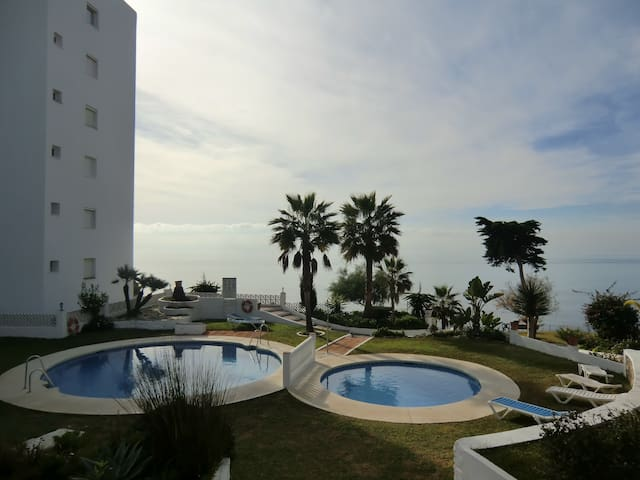 FRONT LINE BEACH STYLISH APARTAMENT - Sitio de Calahonda