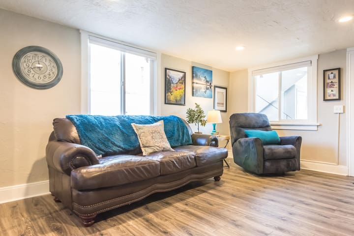 ★LOCATION★COMFY APT 2 blocks to downtown Provo 4★