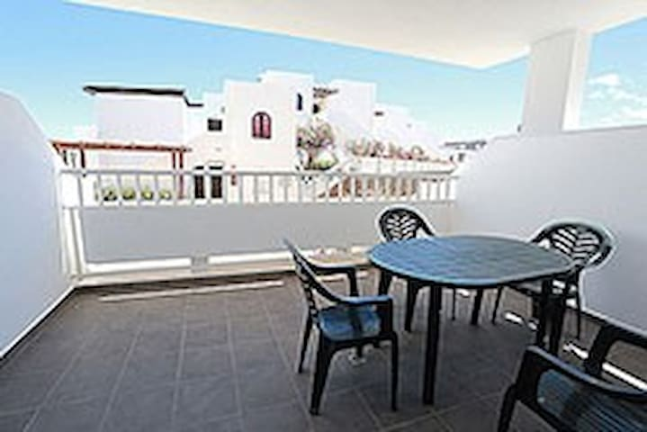 T305. Apartment in Costa Teguise.
