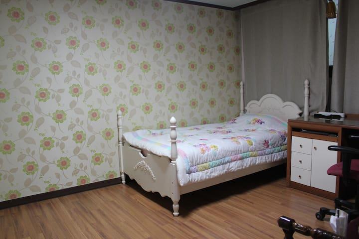 happy family house in Dangtan - Dongtanbanseong-ro, Hwaseong-si - Flat