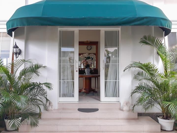 Surokarsan 9's House - Traveller