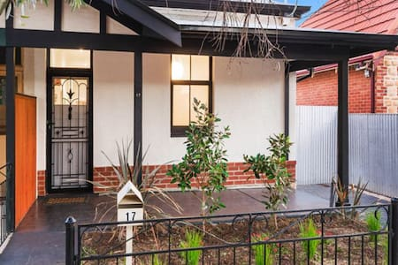 Cute Two Bedroom Cottage - Prospect - Dom