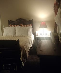 Governor Hartranft Room - Bed & Breakfast