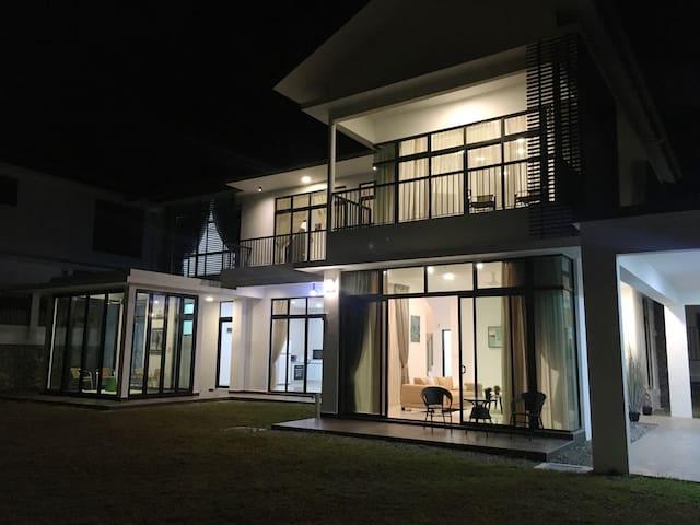 Night exterior view 1
