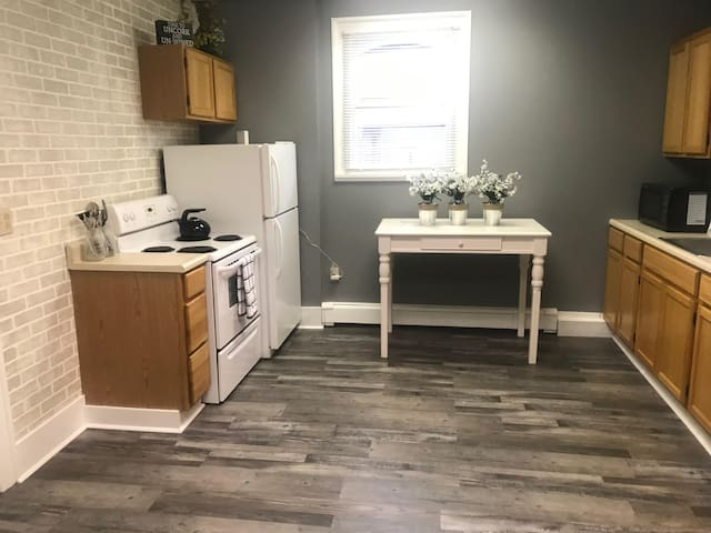 Newly Renovated Apartment in North Warren
