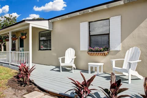 New Listing! Cozy Corner at the Beach!