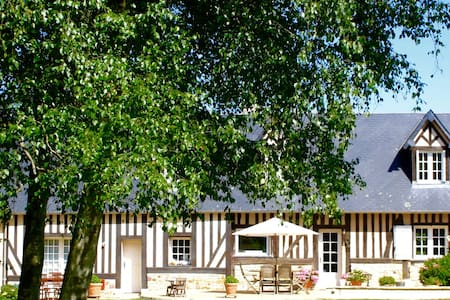 ROYAL VICTOIRE - Bed and Breakfast - Bonneville-sur-Touques - Hus