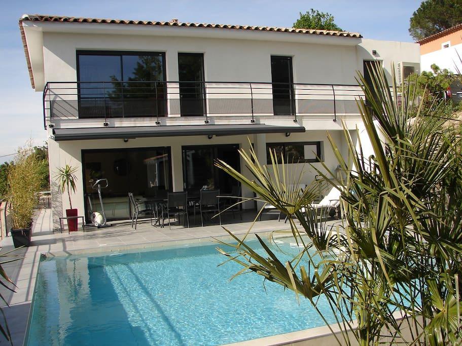 Maison d 39 architecte contemporaine houses for rent in saint maximin la sainte baume provence - Maison architecte mark dziewulski ...