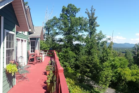 Private Mountain Retreat, 15 Mins to Downtown AVL - Candler - Rumah