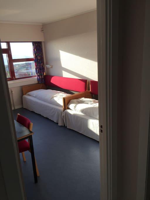 twin bed, incl bedlinen & towels