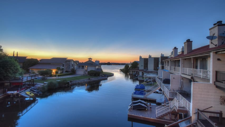 Lovely 4 BR Waterfront Town Home in Horseshoe Bay - Horseshoe Bay