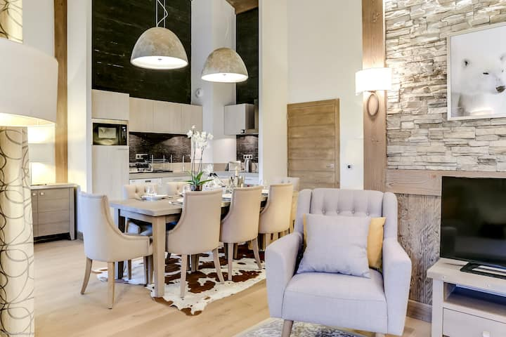 Carré Blanc 140: 4 rooms with contemporary atmosphere