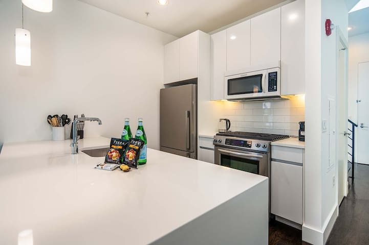 2 Bedroom Penthouse Across From Grove Path