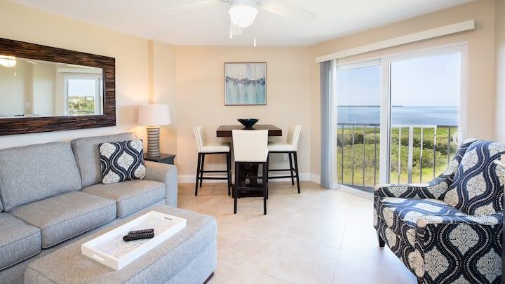 Top Floor Suite w/ Ocean Views+Beach &Cabana Bar