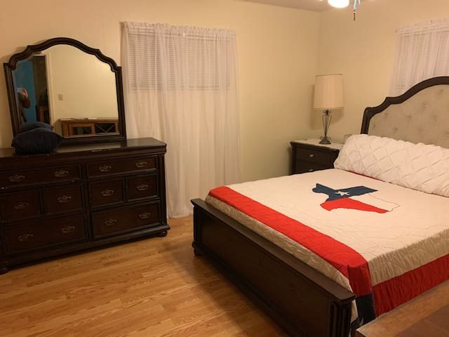 Enjoy comfort and convenience to Main St, Bandera