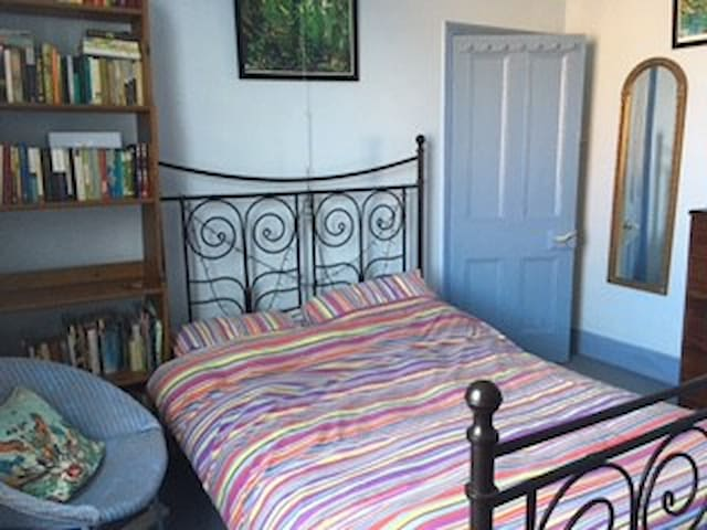 Worcester - double room in a quirky house - Worcester - Casa