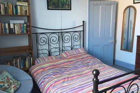Worcester - double room in a quirky house - Worcester - บ้าน