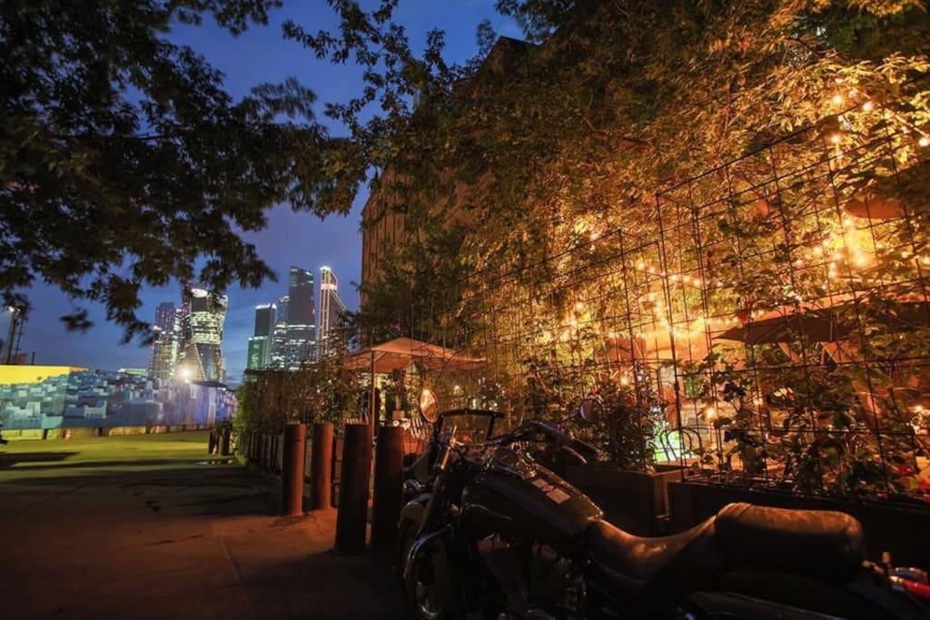 Terrace for a cozy evening pastime/Уличная терраса для уютного вечернего времяпрепровождения