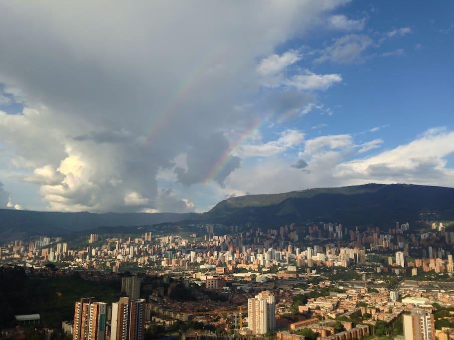 Ciudad de Medellín vista desde la habitación