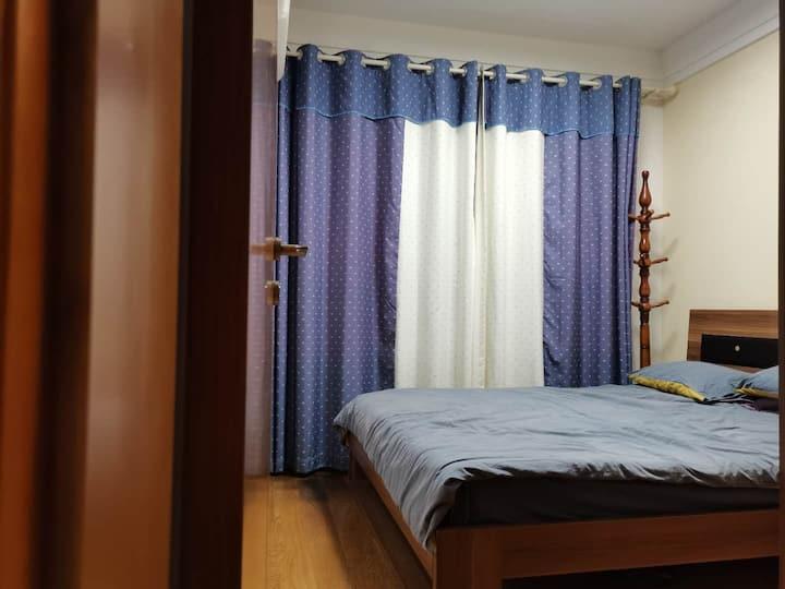 置地悦湖地铁房采光通透,电梯方便,室内装修豪华,小区环境安静优雅,离金鸡湖近,离景区近,很适合居住