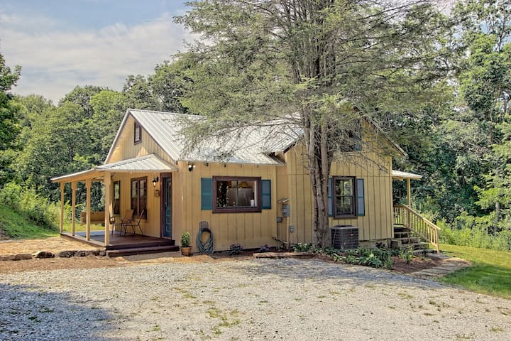 NEW! Quiet 2BR Scaly Mountain Cottage in the Mtns!