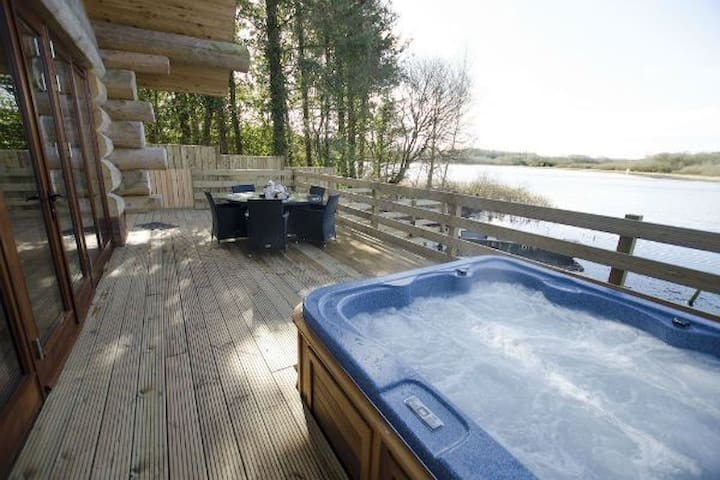 Luxury 5* log cabin Alder, Hottub, sleeps 5 nr Lake District
