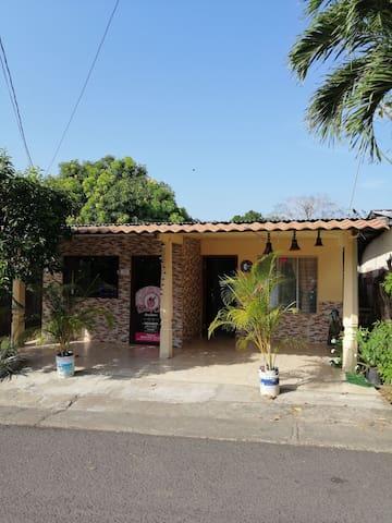Acogedora Residencia en la Ciudad de Las Tablas