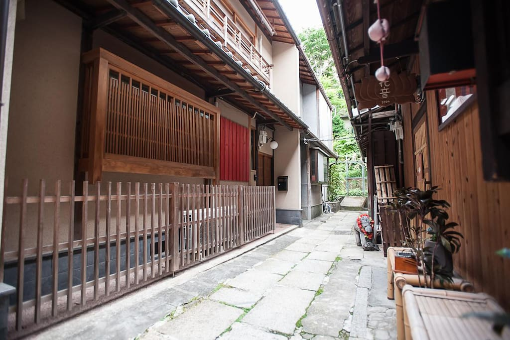Kiyomzu Machiya Inn lane