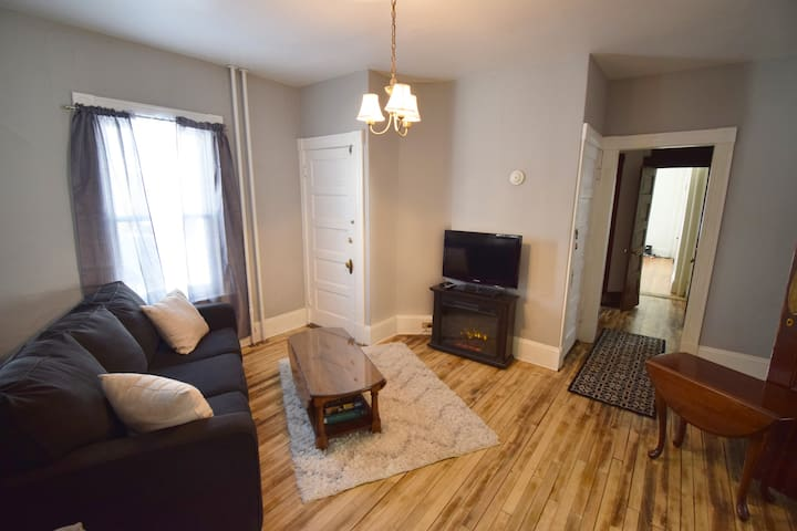 Gorgeous 2 Bedrm Apartment, Walkable to Everything