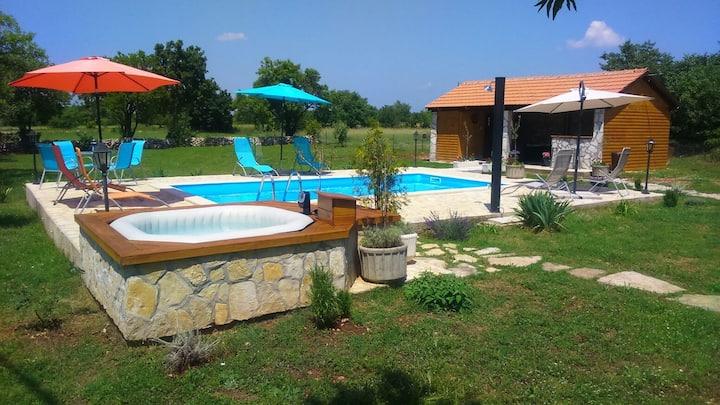 "HOLIDAY HOUSEKRKA""  pool&whirpool&sauna&wellnes"