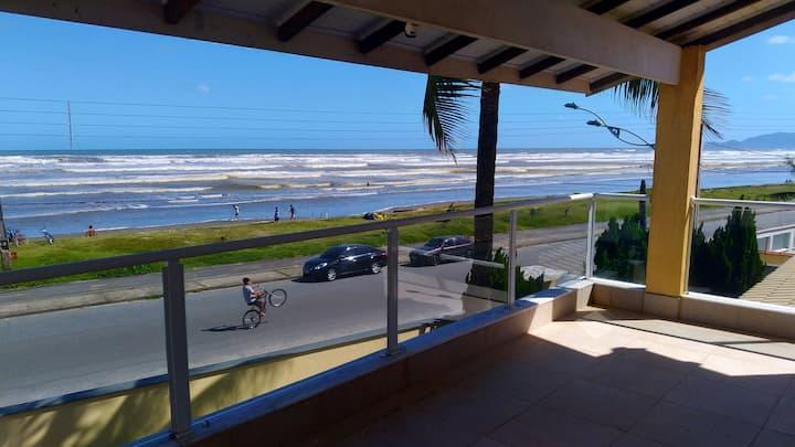 Super Casa em Peruibe, Frente ao Mar com piscina